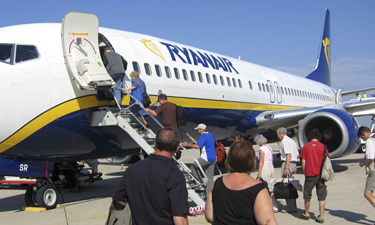 625fe584244 Μειώνει σε μία τις χειραποσκευές η Ryanair. Χρηστικές ερωτήσεις και  απαντήσεις