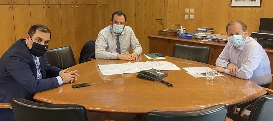Στιγμιότυπο από τη συνάντηση των Κ. Κατσαφάδου, Ν. Κουρέτα και Κ. Καραμανλή.